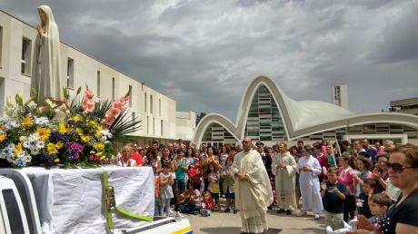 Visita dellimmagine della B. V. Maria di Fatima Pellegrina nella nostra comunità (27-29 Maggio 2016)