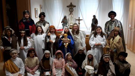 Presepe vivente realizzato dai bambini e dalle famiglie della parrocchia